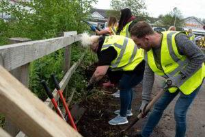 Groundwork-volunteers-working-in-Northwich